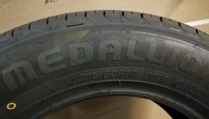 1 stk - Dekk - CST Medallion MD-A1 215/60 R16 99V XL