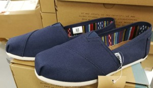 2 par Tom's Classic Navy Canvas damesko, str. 39 og 41